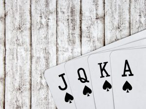 Why is Online Poker Superior to Brick and Mortar Games?